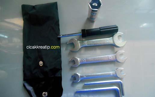 cara-memasang-dan-mengganti-battery-yzf-r15