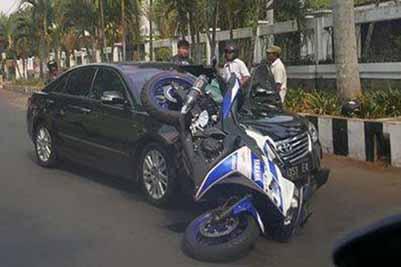 r25 nambarak mobil di surabaya