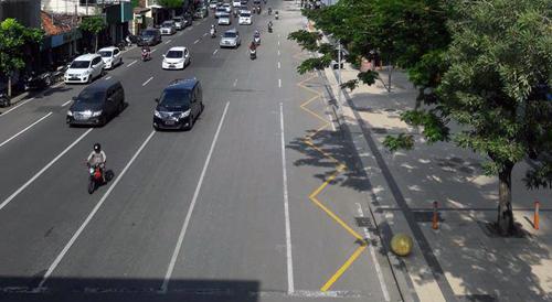 marka-jalan-biku-biku-warna-kuning-di-kota-surabaya-cicak-kreatip