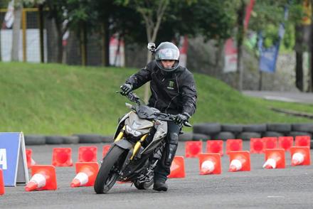 Pierre Irwan Mace menggeber Xabre di trek fun riding competition Yamaha Sunday Race