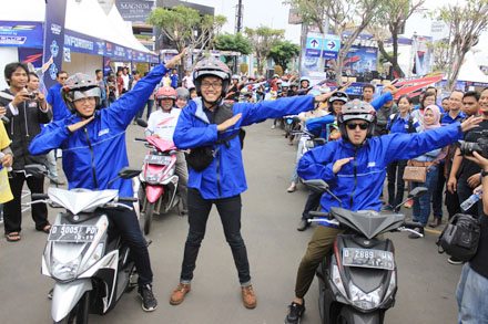 Mio Z Brand Ambassador -Stand Up Comedy Indonesia Trio (Gilang Bhaskara, Ge Pamungkas, Kemal Pahlevi) make Z Style before start touring ride Mio Z in Cirebon city West Java