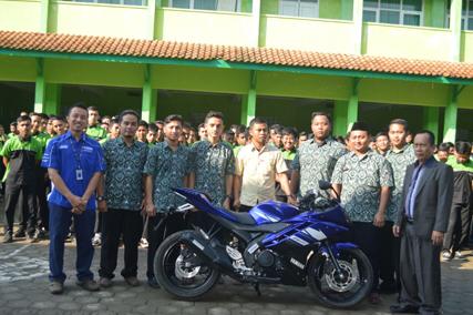 Donasi R15 untuk SMK binaan Yamaha-cicak-kreatip-com-2