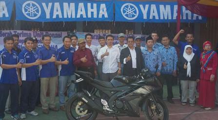 Donasi R15 untuk SMK binaan Yamaha-cicak-kreatip-com