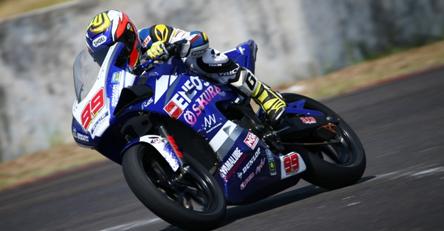 GALANG HENDRA PRATAMA. Efek dilatih Rossi & VR46 Riders Academy mampu menduduki posisi ke-6 dan ke-5 klasemen sementara rider & kejuaraan tim AP250