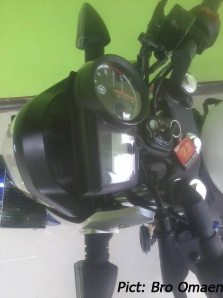 r15-naked-2