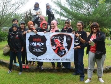 Anggota wanita Jogja Istimewa Max Owners (JIMO) ikut gathering Max Owners Jawa Tengah - Yogya