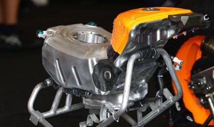 tangki-bahan-bakar-motogp-ditengah-cicak-kreatip-com